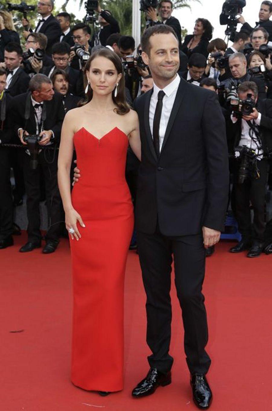 Natalie Portman, en robe Dior et parure de Grisogono, accompagnée de son époux, le chorégraphe Benjamin Millepied à Cannes le 13 mai 2015
