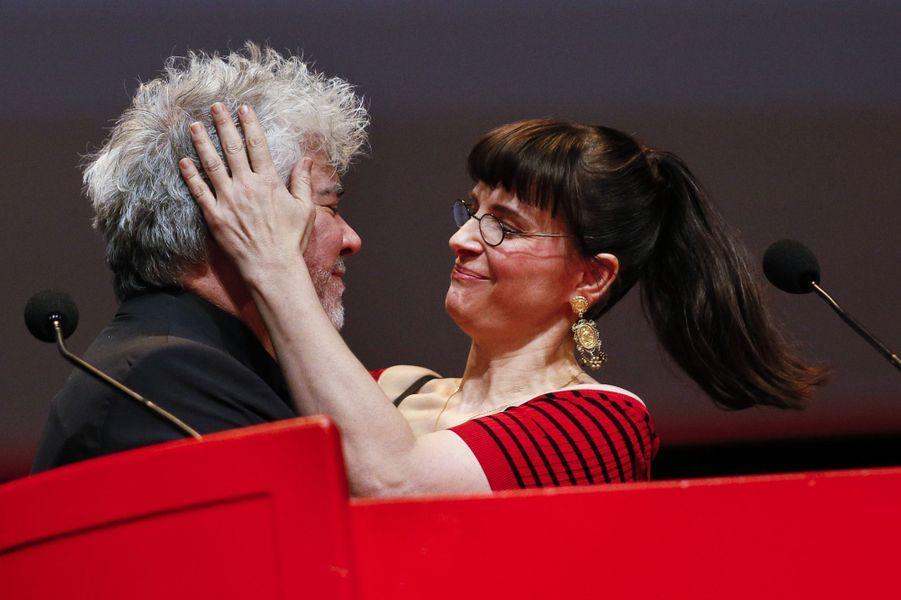 Pablo Almodovar récompensé du Prix Lumière 2014 à Lyon, avec Juliette Binoche