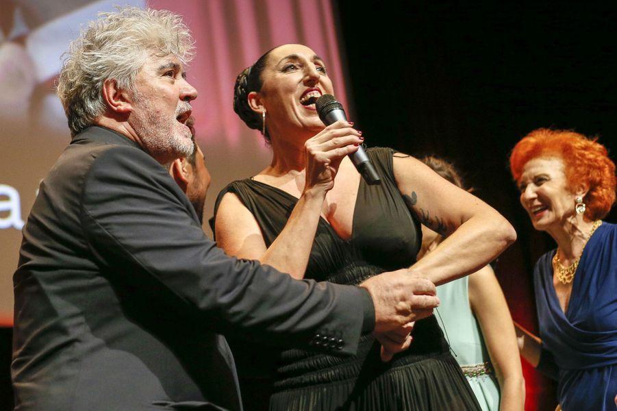 Pablo Almodovar récompensé du Prix Lumière 2014 à Lyon, avec Rossy de Palma