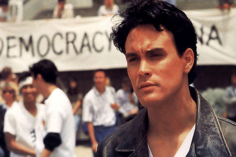 Le fils de Bruce a lui aussi connu un destin tragique… Le jeune acteur est mort le 31 mars 1993, touché par un tir de pistolet censé être chargé à blanc, alors qu'il tournait une scène pour «The Crow». Le film est malgré tout sorti en 1994, grâce à un montage numérique.
