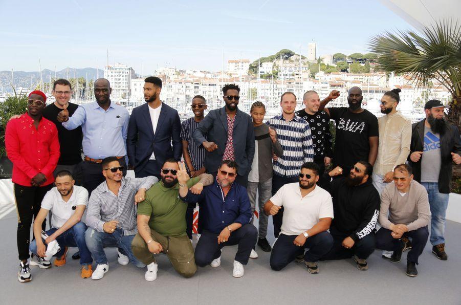 Ladj Ly et son équipelors du photocall du film «Les Misérables» le 16 mai 2019