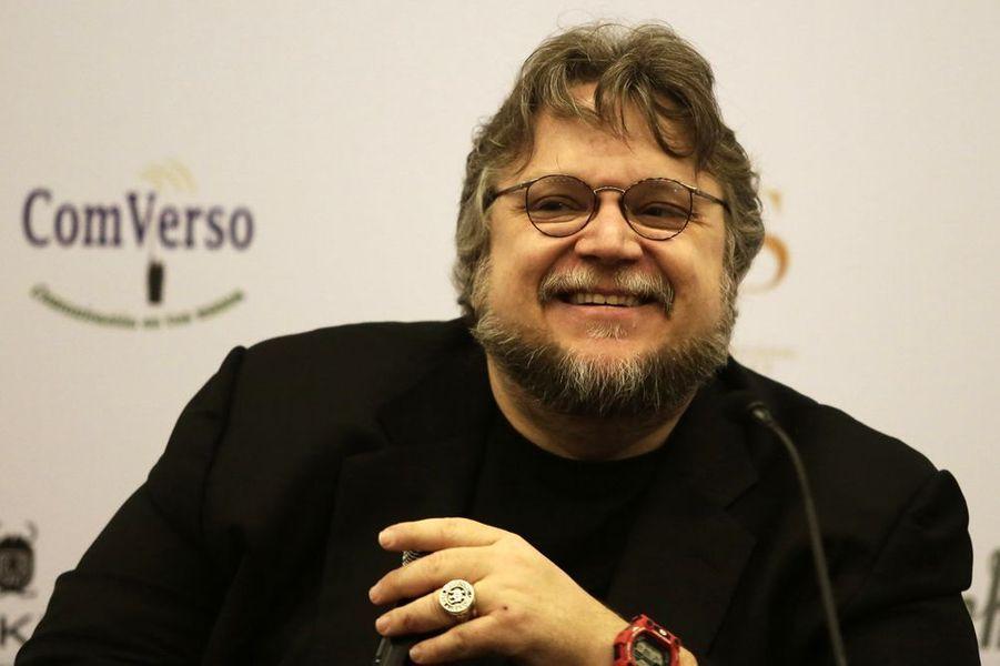 Guillermo del Toro est l'un des représentants les plus inventifs de la nouvelle génération de cinéastes mexicains, aux côtés d'Alfonso Cuarón et Alejandro González Iñárritu. À ses débuts maquilleur et spécialiste en effets spéciaux, aujourd'hui installé aux États-Unis, il signe une filmographie riche d'œuvres singulières aux univers fantastiques flamboyants, comme Mimic, L'Échine du diable, Blade II ou Hellboy. Guillermo del Toro a présenté Cronos, son premier long métrage, à Cannes en section parallèle. Le Labyrinthe de Pan est sélectionné en Compétition en 2006.