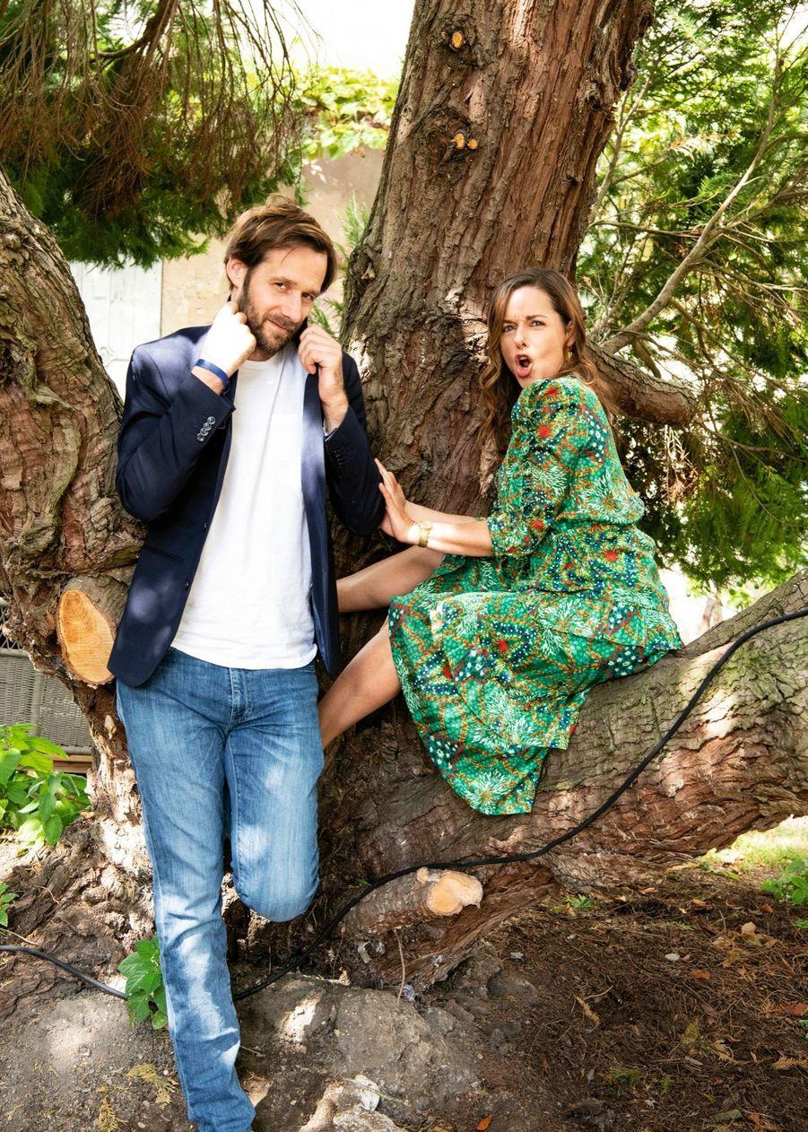 Benjamin Lavernhe et Laure Calamy pour la comédie de Caroline Vignal « Antoinette dans les Cévennes », au cinéma le 16 septembre.