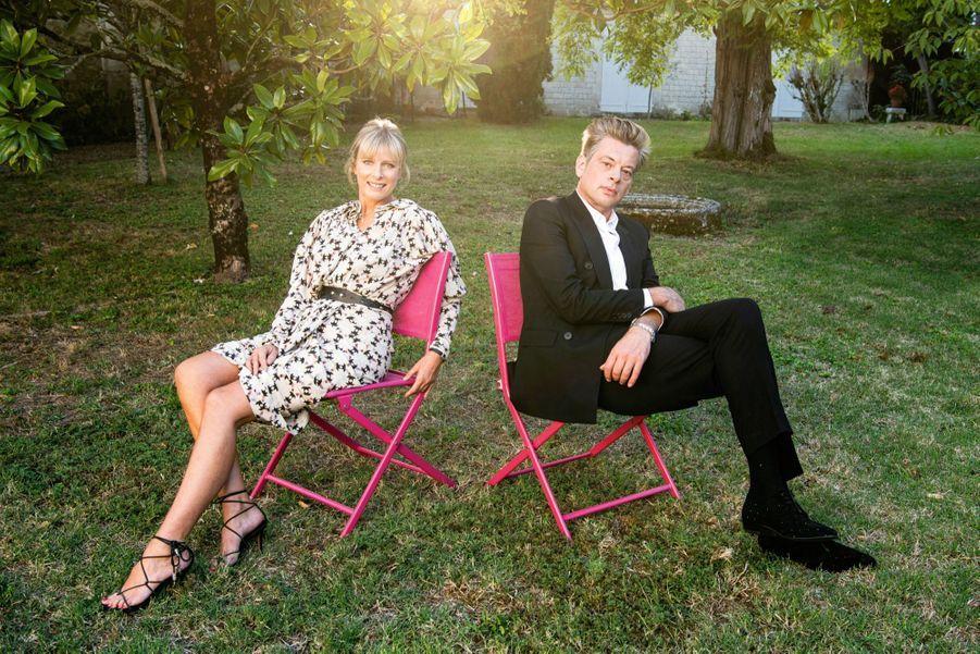 Karin Viard et Benjamin Biolay dans le jardin de Bardines, à Angoulême, le 1 erseptembre. Ils sont le couple « parfait » des « Apparences », le thriller de Marc Fitoussi qui sortira le 23 septembre.