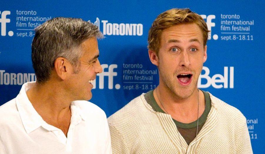 """George Clooney et Ryan Gosling étaient présents pour la présentation des """"Marches du pouvoir"""", réalisé par le premier nommé."""