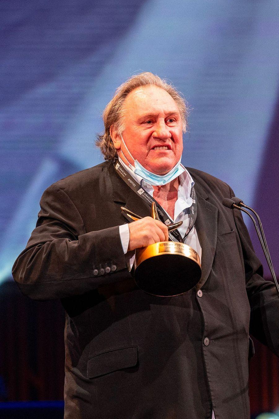 Gérard Depardieu, sur la scène du festival du film d'El Gouna, en Egypte, pour recevoir un prix d'honneur.