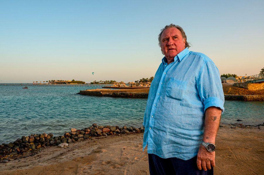Gérard Depardieu et son étoile d'or reçue au festival du film d'El Gouna, en Egypte, pour l'ensemble de sa carrière.