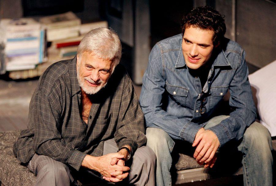 Guy Bedos et son fils Nicolas en janvier 2005 après une répétition à Paris de la pièce «Sortie de scène», signée de Nicolas Bedos.