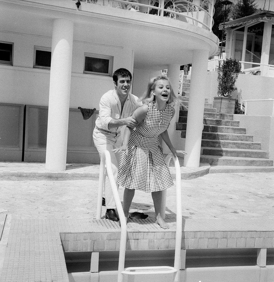 Guy Bedos et Sophie Daumier en mai 1964 au Festival de Cannes.