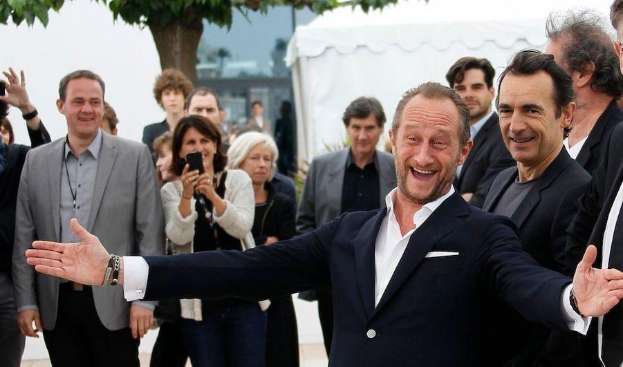 """Notre grand rendez-vous du dimanche s'intéresse cette semaine à Benoit Poelvoorde. A 46 ans, il a su s'imposer dans le cinéma français sans jamais renier sa Belgique natale. Adepte des rôles d'hommes ordinaires, voire un peu losers, son côté déjanté fait de lui un personnage à part. Récompensé par le prix Jean Gabin en 2002, il est à l'affiche mercredi prochain du """"Grand soir"""" de Gustave Kervern et Benoît Delépine, et avec Albert Dupontel, film qui a reçu le """"Prix Spécial du Jury"""" au Festival de Cannes."""
