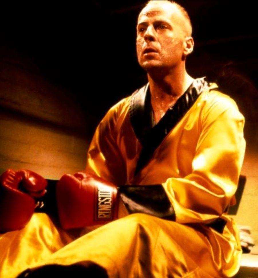 Après plusieurs bides, Bruce Willis retrouve le succès en 1995 en interprétant un boxeur dans le mondialement connu Pulp Fiction de Quentin Tarantino.
