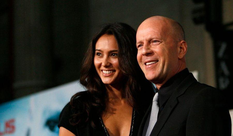 Bruce Willis est né le 19 mars 1955 sur la base militaire d'Idar-Oberstein, en Allemagne. Son père David était un militaire américain, sa mère Marlene est allemande. L'acteur maîtrise parfaitement les deux langues.