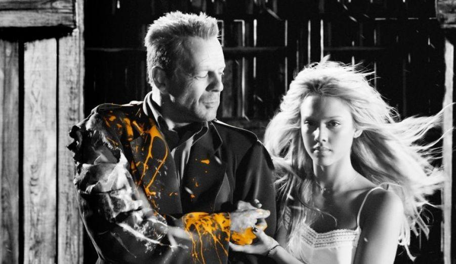 Dans Sin City, Bruce Willis retrouve son côté sombre. Il joue Hartigan, un homme prêt à tout pour protéger Nancy, une strip-teaseuse qui l'a fait craquer. Dans ce film aux effets visuels spectaculaires, l'acteur fait parti d'un casting de rêve : Benicio Del Toro, Jessica Alba, Brittany Murphy, Clive Owen, Josh Hartnett, Mickey Rourke ou encore Rosario Dawson.