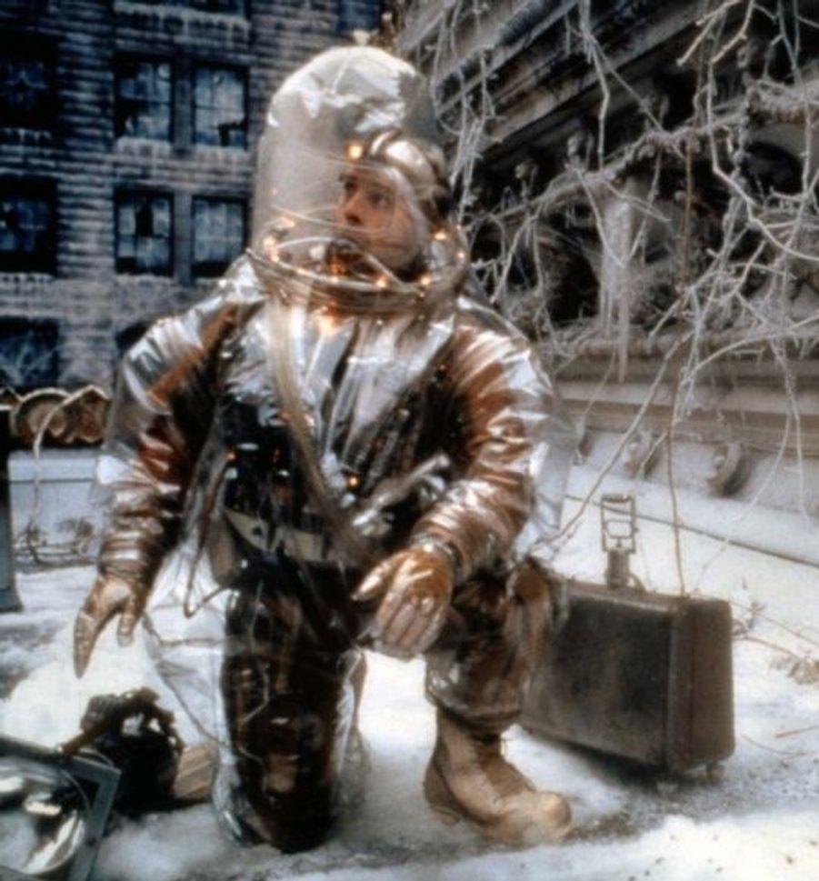 Avec L'armée des 12 singes en 1996, Bruce Willis frappe fort. Dans ce film de science-fiction, l'acteur joue James Cole, un prisonnier chargé d'une grande mission, celle de comprendre pourquoi la planète a été décimée de la quasi-totalité des humains.