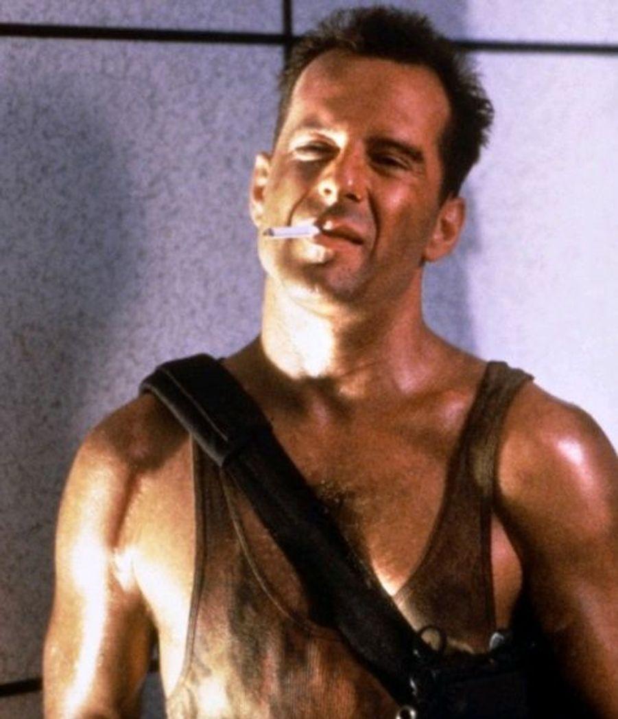 Avec Piège de Cristal en 1988, Bruce Willis devient une star de cinéma reconnue. Ce film d'action connait un succès planétaire et commence le début de la saga, Die Hard. A ce moment de sa carrière, il est considéré comme le successeur d'Arnold Schwarzenegger et de Sylvester Stallone en tant qu'homme d'action.