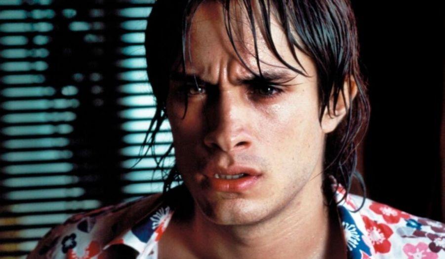 """En 2004, il présente """"La Mauvaise Education"""" à Cannes, présenté en ouverture. Il joue trois rôles à la fois: un frère mythomane, un frère assoiffé de revanche et un homosexuel mal dans sa peau."""