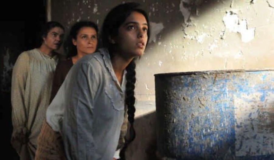 En 2009 la comédienne joue aussi dans un film tunisien, Les Secrets, de Raja Amari.