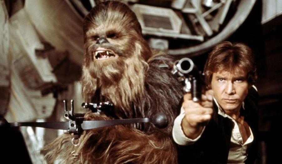 C'est grâce à George Lucas qu'Harrison Ford se fait connaître. D'abord, il lui offre un rôle dans «American Graffiti» en 1973, mais surtout en lui offrant le personnage de Han Solo dans la Saga «Star Wars.» Harrison Ford devient alors un acteur reconnu dans le monde entier grâce à l'immense succès des films.