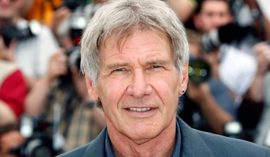 Né le 13 juillet 1942 à Chicago dans l'Illinois, d'un père irlandais catholique et d'une mère russe juive, Harrison Ford est un enfant timide et solitaire. Jeune, il n'est pas forcément intéressé par le cinéma.