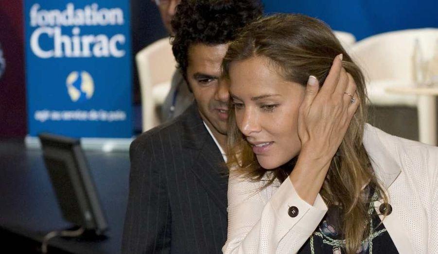 Jamel et Melissa Theuriau se sont rencontrés début 2007. La journaliste et le comédien se marient en mai 2008 et deviennent les heureux parents d'un petit Léon, en décembre 2008. En 2011, la petite Lila complète la famille.
