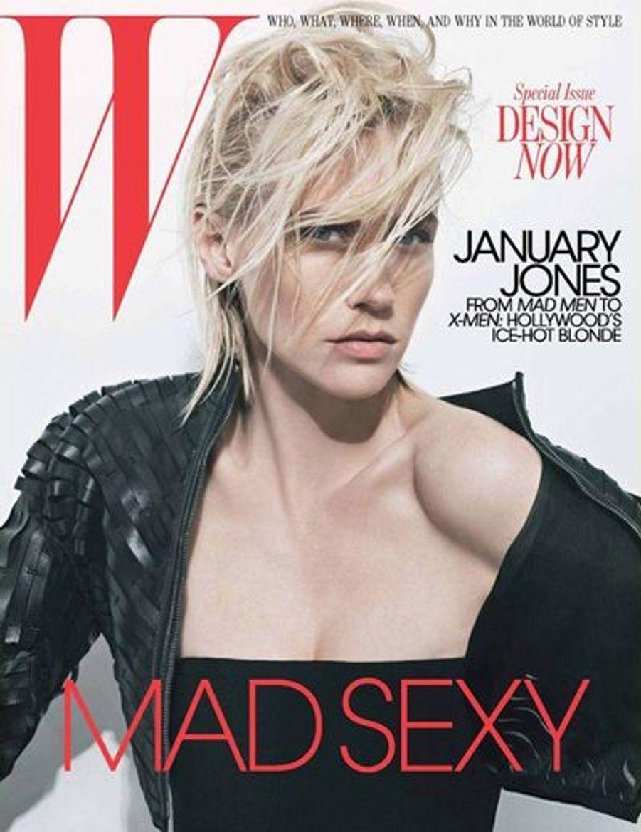 """January Jones en couverture du magazine """"W"""", introduit dans cet article ParisMatch.com."""
