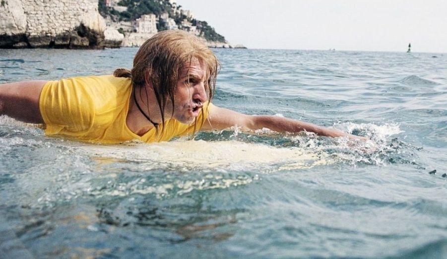Le premier grand succès. Jean Dujardin devient un héros des cours de récréation grâce au personnage attachant d'un surfeur décalé.