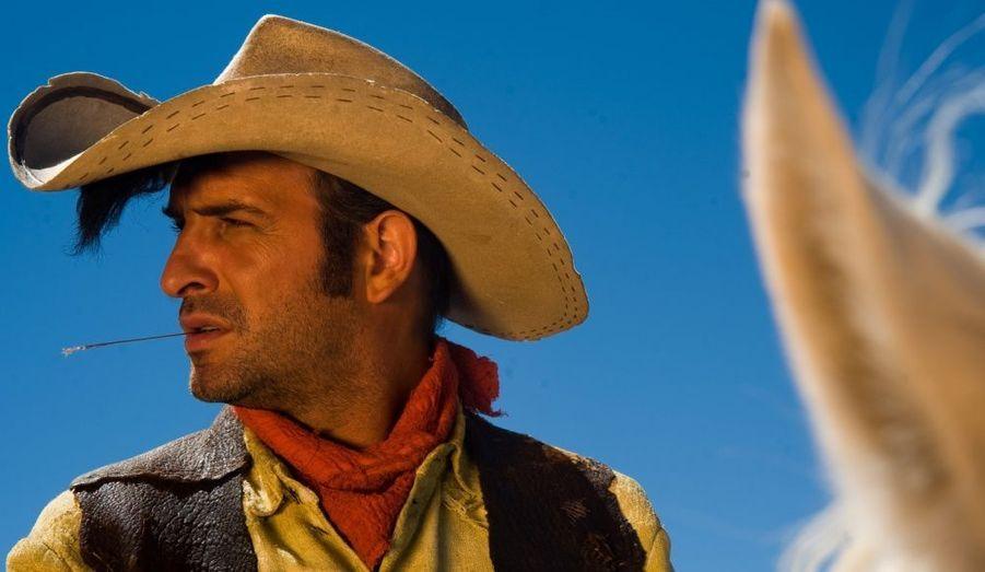 Jean Dujardin retrouve le réalisateur de Brice de Nice et joue le héros de la bande-dessinée qui tire plus vite que son ombre.