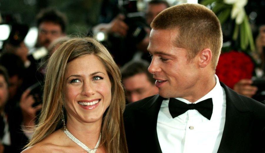 Elle interprétera son personnage jusqu'à l'arrêt de la série créée par Marta Kauffman et David Crane en 2004. Son futur mari, Brad Pitt, figure parmi les «guest» de la huitième saison. «Friends» est la série la plus regardée de cette dernière décennie.