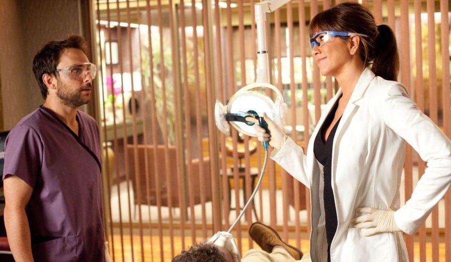 Après le tournage de «The Bounty Hunter» d'Andy Tennant avec Gerard Butler, la star s'initie à la maternité dans «Une famille très moderne» de Josh Gordon et Will Speck. En acceptant le rôle d'une dentiste nymphomane dans «Comment tuer son boss ?», Jennifer Aniston prouve qu'elle peut élargir son répertoire à des personnages antipathiques. A 41 ans, la comédienne assume également ses amours: depuis le printemps dernier, elle fréquente Justin Theroux, rencontré sur le tournage de «Wanderlust»…