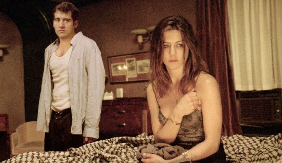 En intégrant le casting du thriller «Dérapage» de Mikael Hafstrom, Jennifer Aniston rompt avec le genre des comédies romantiques populaires. Au-delà de ce changement de registre, l'actrice doit affronter la surmédiatisation de sa rupture avec Brad Pitt. Leur divorce est prononcé en octobre 2005.