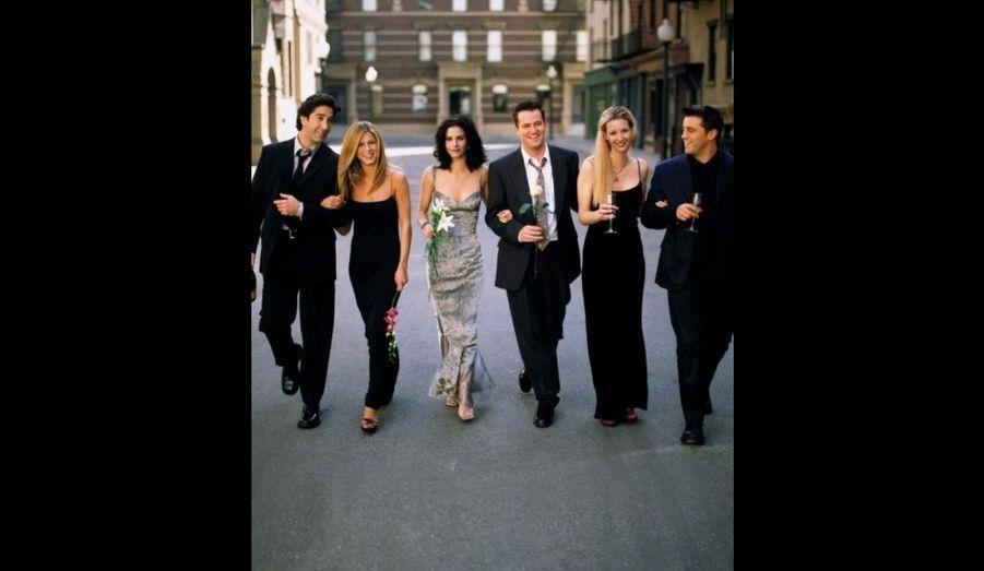 Découragée par difficile ascension d'Hollywood et ses critiques, Jennifer Aniston envisage de mettre un terme à sa carrière artistique jusqu'au casting du pilote d'une série intitulée «Friends Like These». Initialement auditionnée pour le rôle de Monica, la comédienne de 25 ans subjugue les producteurs dans celui de Rachel Green.