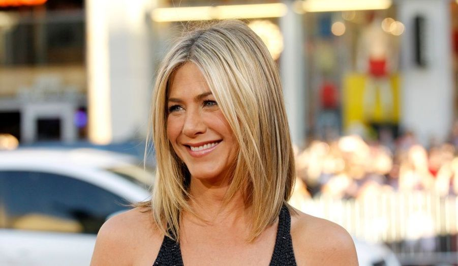 Passionnée de comédie, Jennifer Aniston fait ses classes à l'Ecole des arts du spectacle de New York, avant de débuter dans des productions off-Broadway et autres séries télévisuelles mineures.