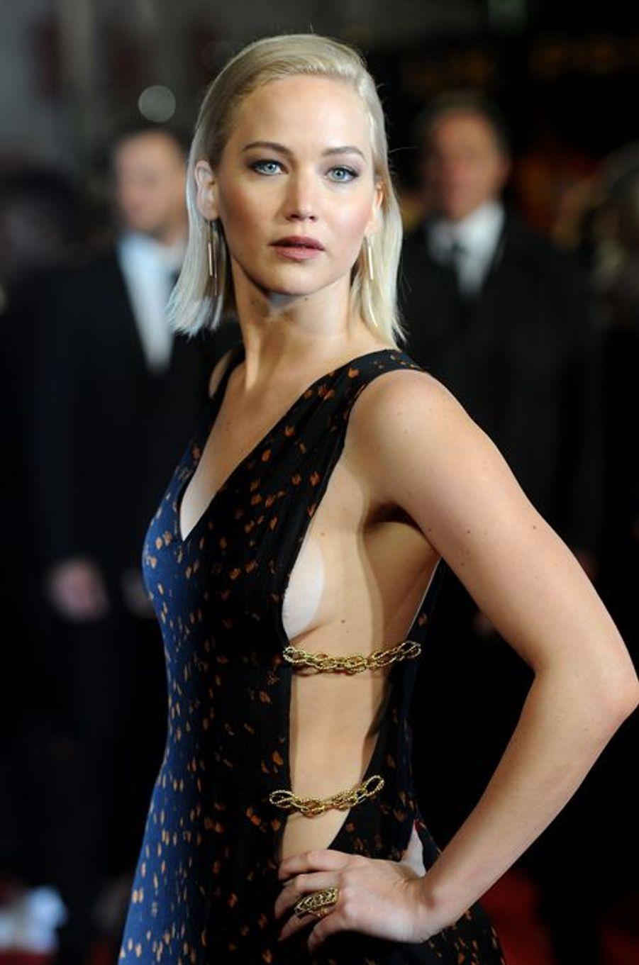 """Jennifer Lawrence à l'avant-première londonienne de """"Hunger Games"""", le 5 novembre 2015"""