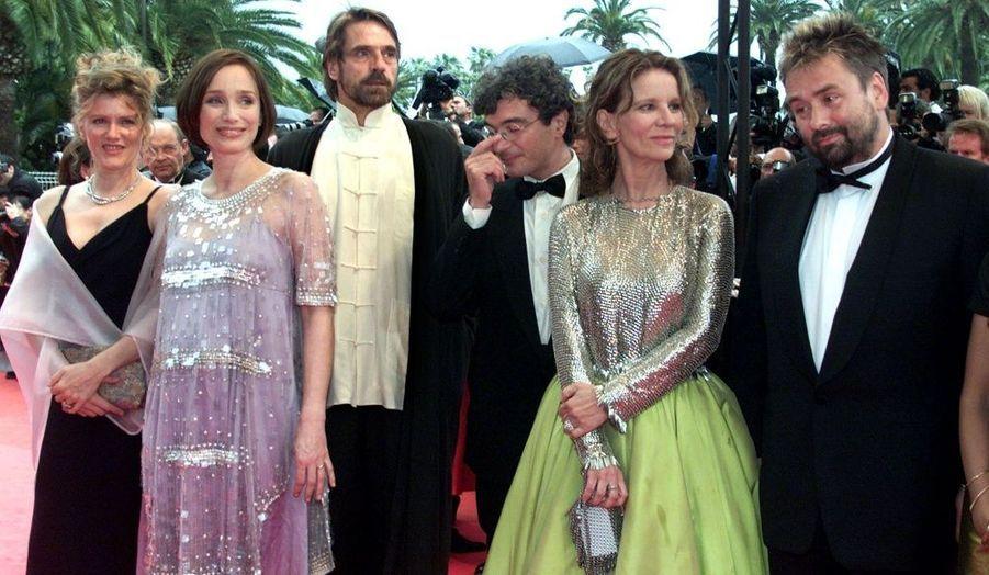 Aux côtés de Jeremy Irons, Nicole Garcia ou encore Luc Besson, Kristin Scott-Thomas (enceinte de son troisième enfant) est membre du jury du 53ème festival de Cannes.