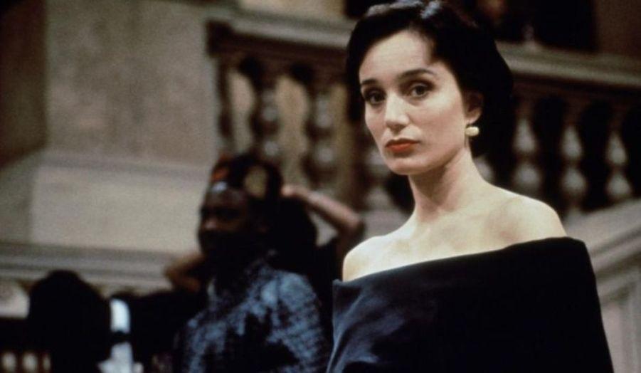 Sous la direction de Brian de Palma, l'Anglaise incarne l'agent Sarah Davies. Premier film de la saga, il introduit les affaires sur lesquelles travaillent les agents de l'IMF, le département des «missions impossibles».