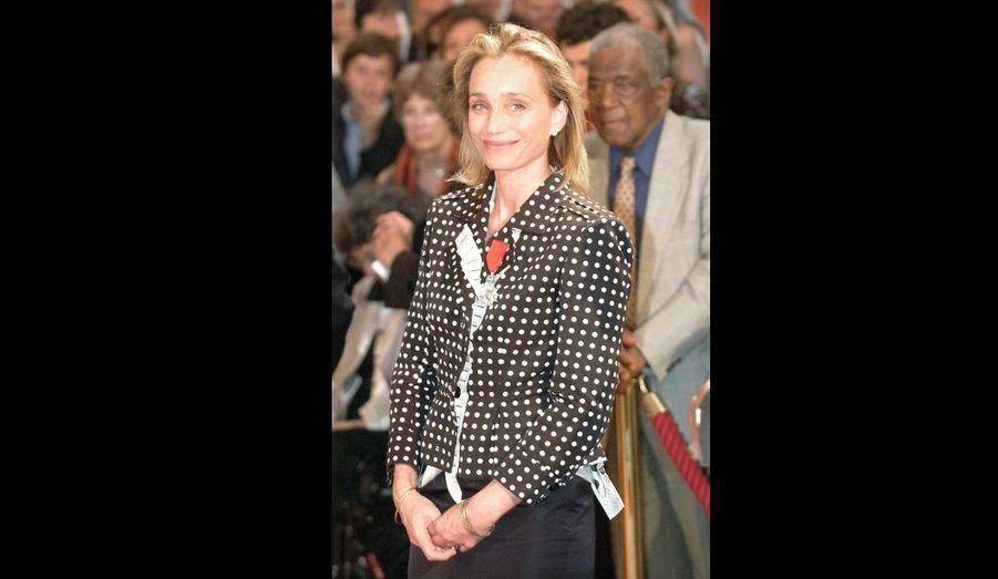 En 2005, le président Jacques Chirac élève l'Anglaise au rang d'Officier de la Légion d'Honneur
