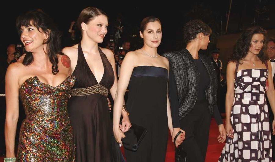 Elle se fait découvrir en 2006 dans un film pour adolescents (Mes copines, de Sylvie Ayme), puis joue dans Une vieille maîtresse, de Catherine Breillat présenté à cannes. (photo)