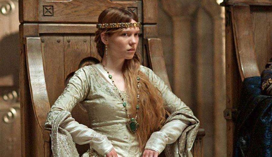 Elle a ouvert le Festival de Cannes 2010 avec Robin des bois, de Ridley Scott, dans lequel elle joue Isabelle d'Angoulême, aux côtés de Russell Crowe et Cate Blanchett.