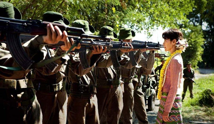 """Dans """"The Lady"""", elle tient le rôle de sa vie, celui de Aung San Suu-kyi."""