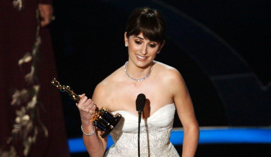 Pour ce film, Penélope Cruz obtient l'Oscar du meilleur second rôle féminin.