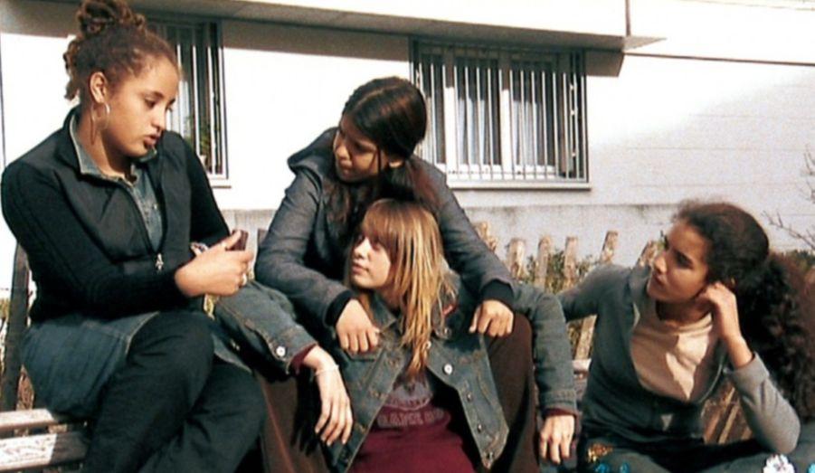 En 2004, après de multiples castings, l'actrice décrôche son premier grand rôle dans le film L'Esquive de Abdellatif Kechiche, dans lequel elle fait succomber un jeune d'une cité HLM, Krimo, alias Osman Elkharraz.