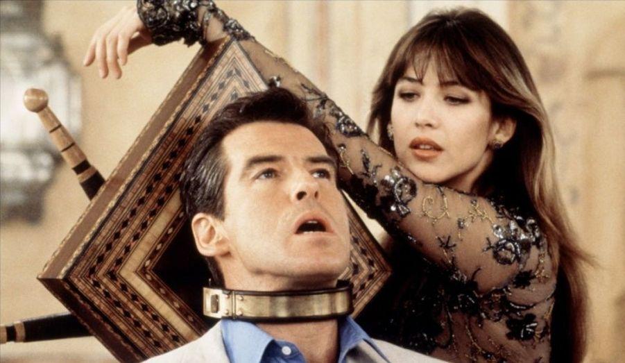 Femme de tête, Sophie Marceau résiste à James Bond lui-même.