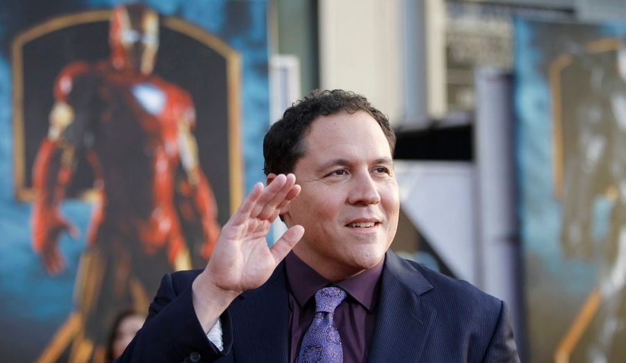 Sous le regard d'Iron Man, le réalisateur Jon Favreau a salué la foule.