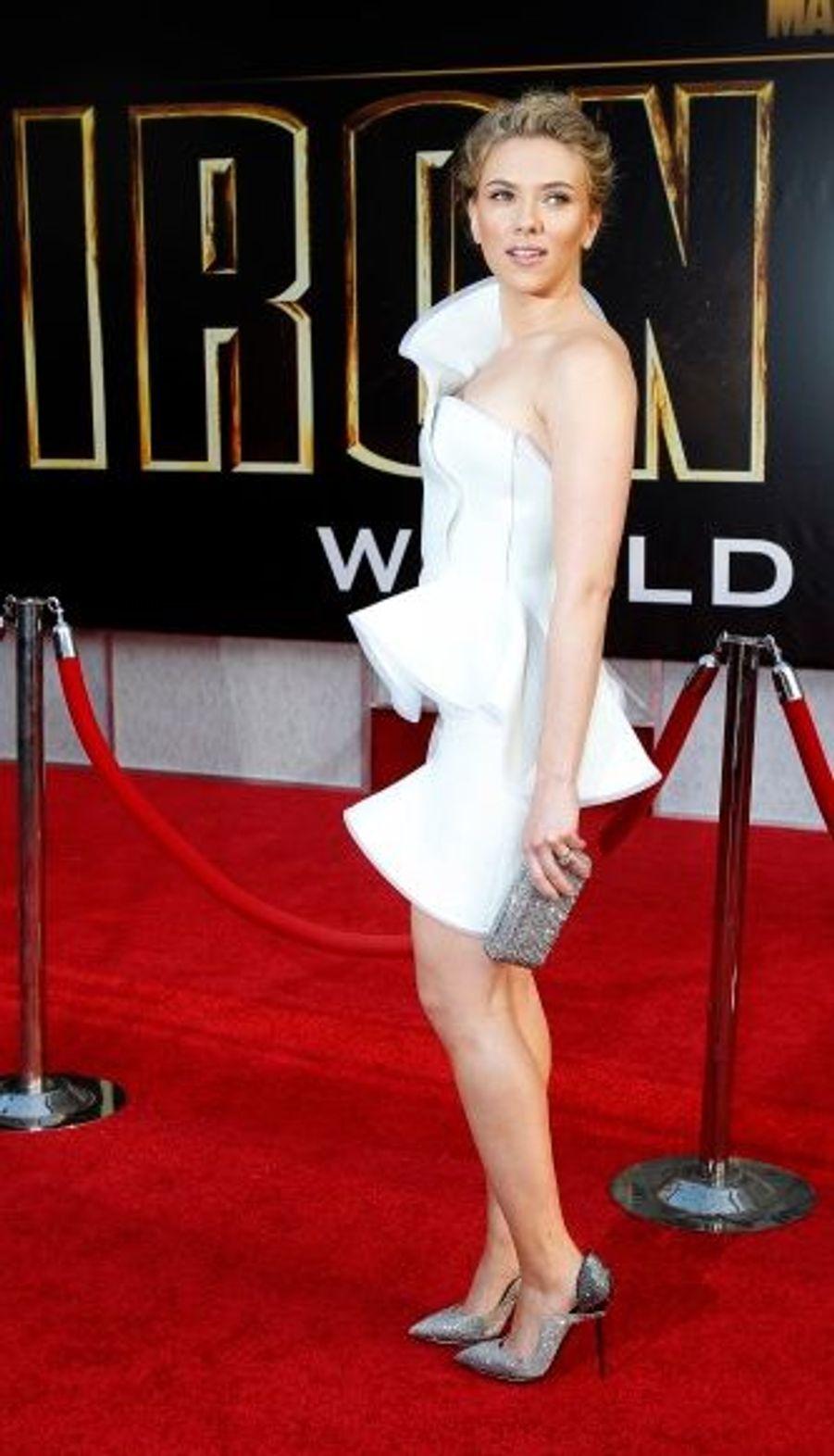 Dans sa robe blanche, Scarlett Johansson était comme à son habitude pleine de classe.