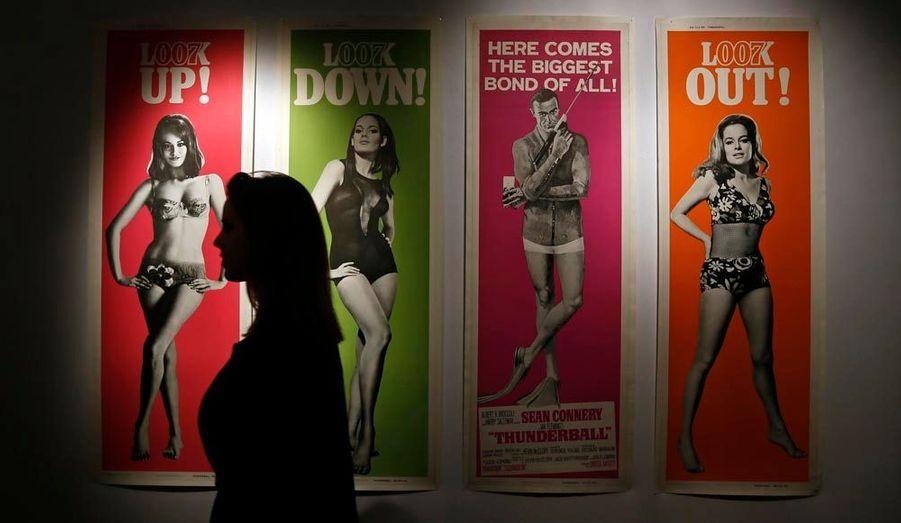 """""""Voici le plus grand James Bond de la série"""" proclamaient les affiches originales d'""""Opération Tonnerre"""" en 1965. Un lot estimé en 75 000 et 10 000 euros."""