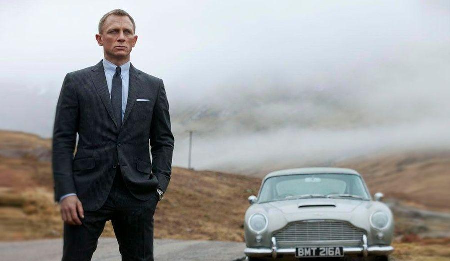 """Alors que James Bond célèbre ses 50 ans ce 5 octobre, Christie's met en vente des objets cultes de la saga dont cetteréplique au 1/3 de la mythiqueAston Martin DB5, qui fait son grand retour dans """"Skyfall"""". Valeur estimée entre 30 et 50 000 euros."""