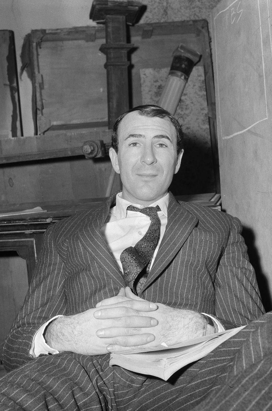 Jean-Pierre Marielle aux studios des Buttes Chaumont, en 1962.
