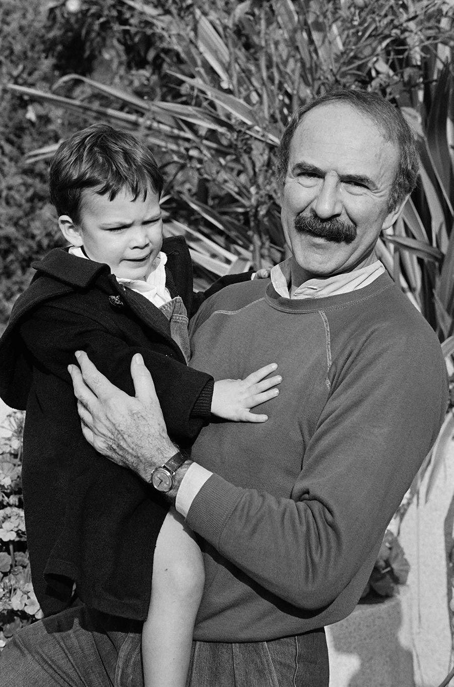 Jean-Pierre Marielle et son fils François, en novembre 1983.