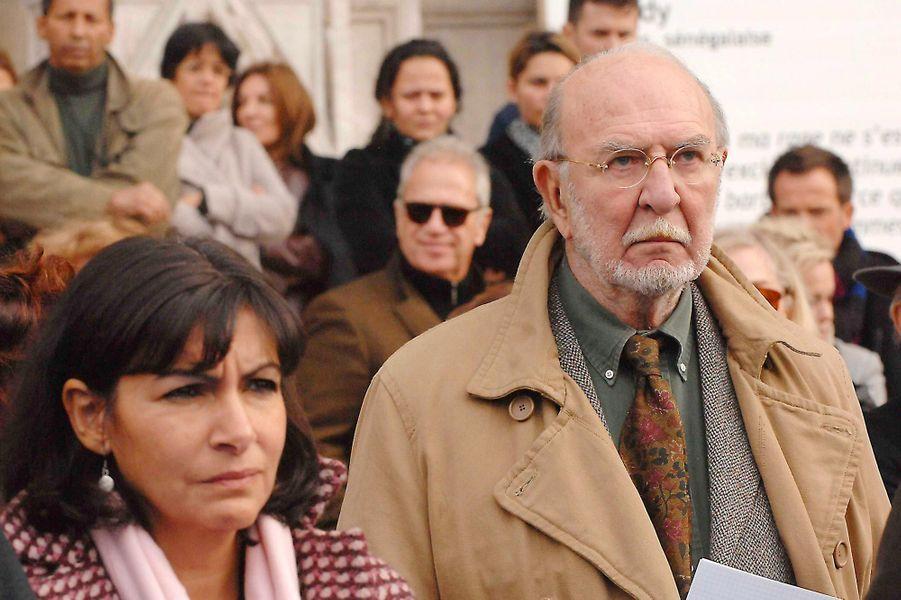 Anne Hidalgo etJean-Pierre Marielle lors d'une manifestation contre les violences faites aux femmes, en octobre 2007.
