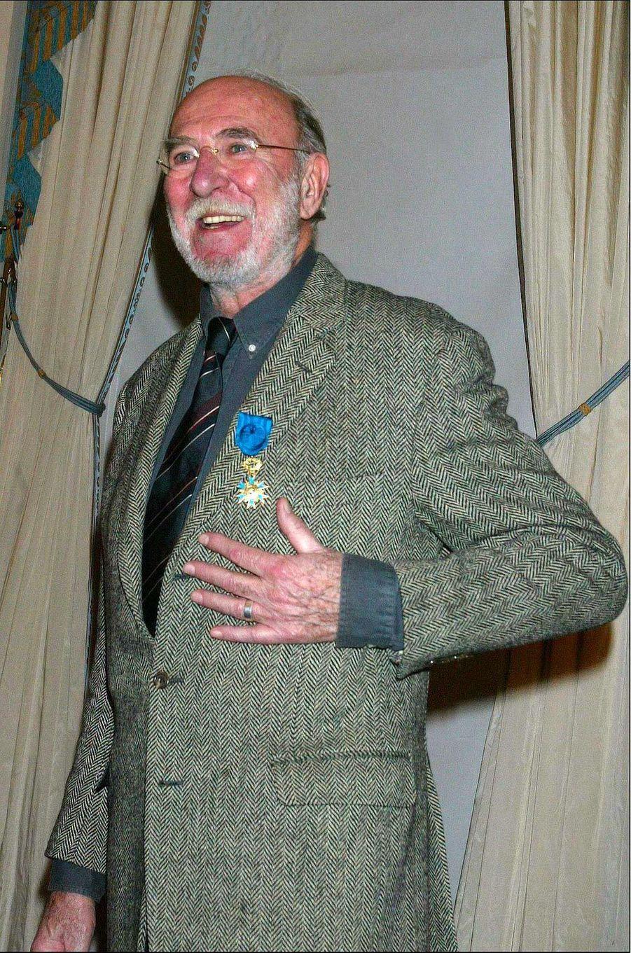 Jean-Pierre Marielle, devenu Officier de l'ordre national du mérite, en février 2004.